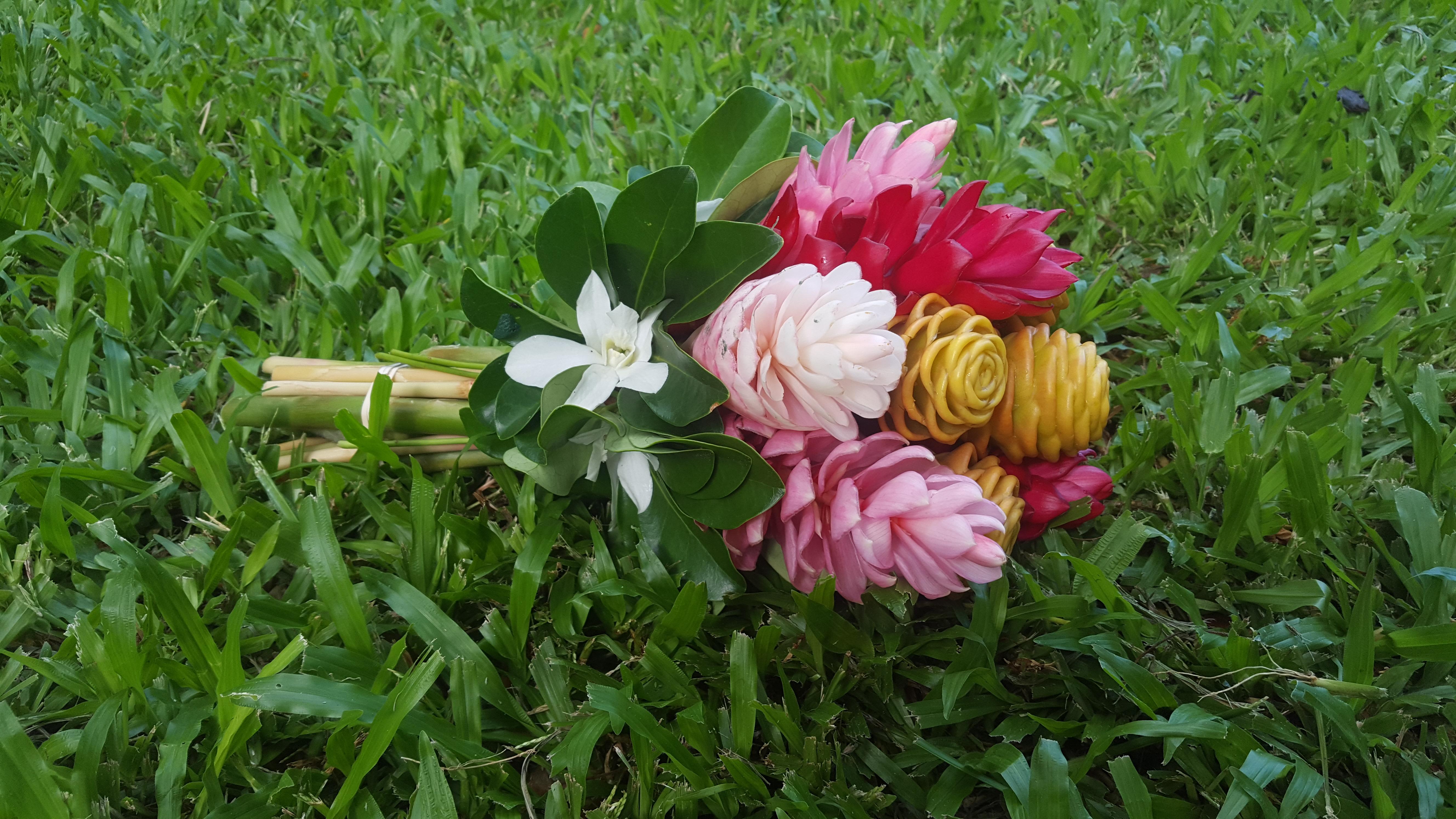 wedding-bouquet-in-grass.jpg